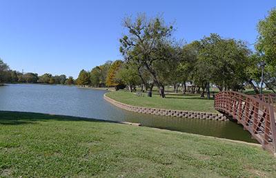 Towne Lake Park Looking West